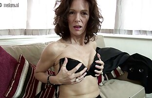La brune mature Alesia Pleasure joue avec son video sexe adulte gratuit jouet