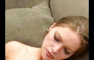 La jeune blonde Vanessa Cage se fait baiser au lit gratuit video porno