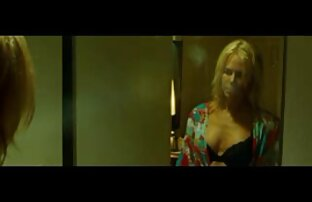 Une salope blonde rentre à la maison avec un mec et film pornographique gratuit se fait baiser par une bite noire sur un canapé