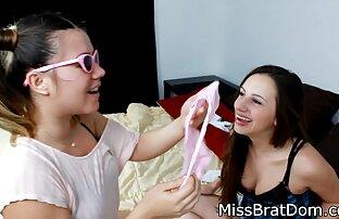 Christina modèles un film porno xxx sous la douche