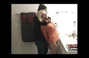 Une adolescente coquine aux petites mésanges s'amuse à hot video gratuit baiser pas la figure du père