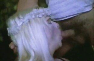 La un film x gratuit blonde aux gros seins Angel Wicky se fait pilonner avec une bite noire