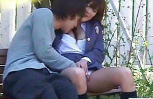 Les mamans matures video hentai gratuit amateurs séduisent les jeunes amants